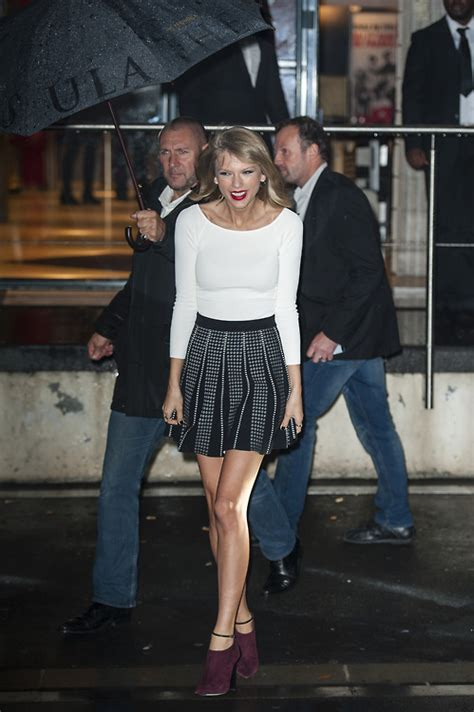 Taylor Swift Performs in France, Looks Cute: ohnotheydidnt