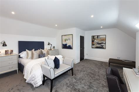 Portico - 3 Bedroom Flat for sale in Chigwell: Manor Road