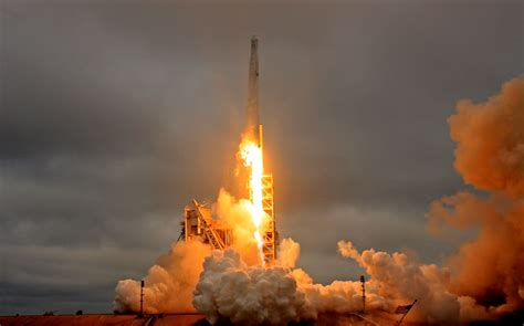 SpaceX successfully tests first stage cores of Falcon