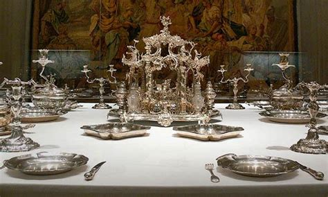 History of table setting from service à la Russe to Sandra